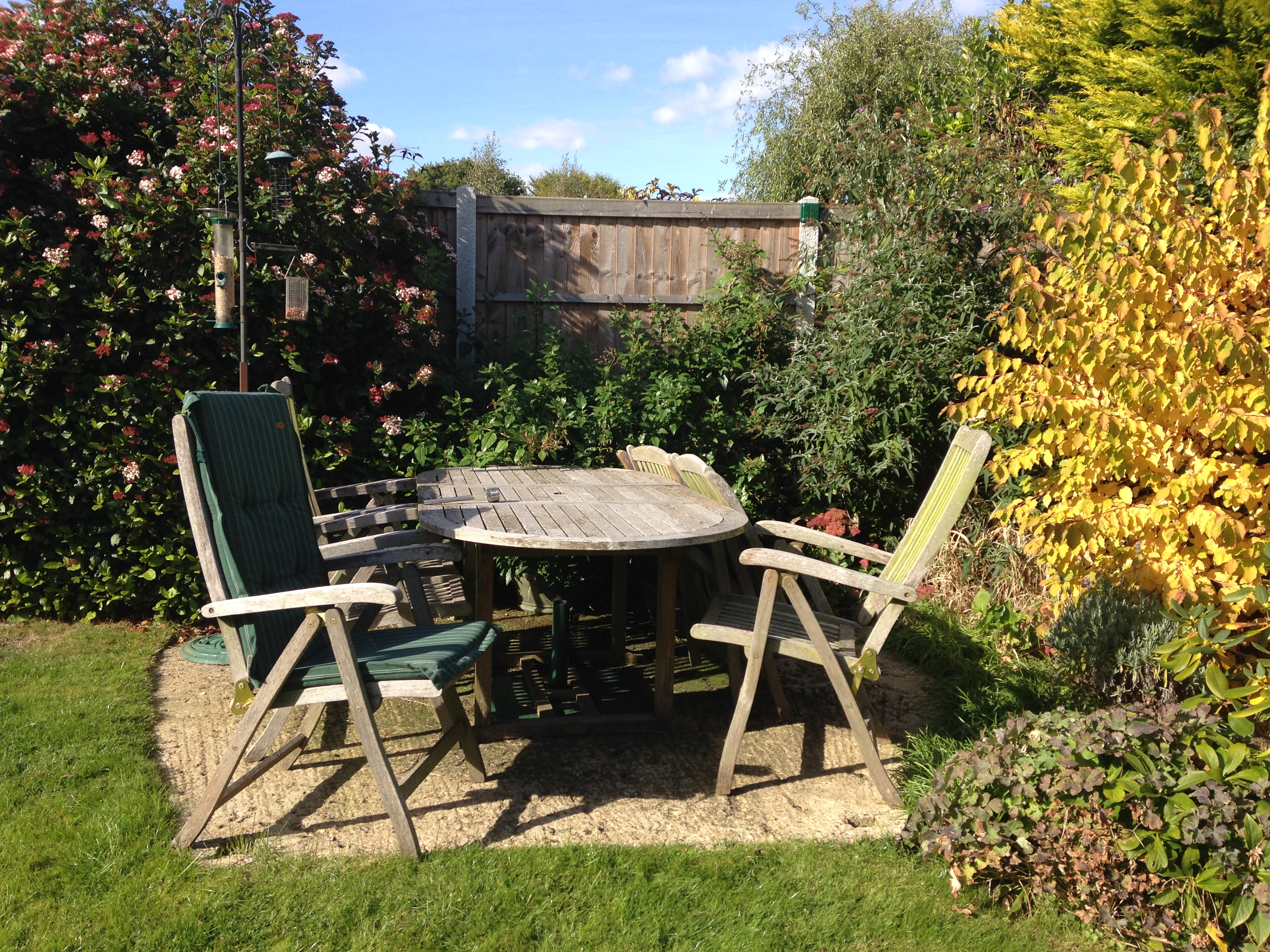 For sale: Hardwood extendible garden table with six recliner chairs with cushions
