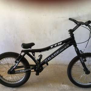 For sale: BaseBikes T19 - colour black - £100