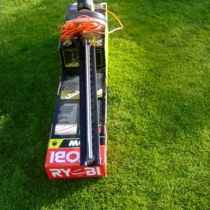 For sale: Think Electric Hedge Trimmer - £100