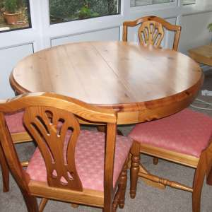 For sale: EXTENDABLE PINE TABLE + 6 CHAIRS + DRESSER