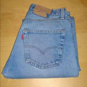 For sale: VINTAGE LEVI 501 W30 L33 DENIM JEANS RED TAB BLUE STRAIGHT LEG BUTTON FLY CLASSIC