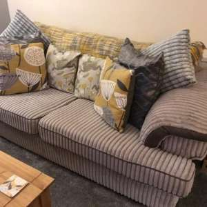 For sale: Three seater settle and love chair