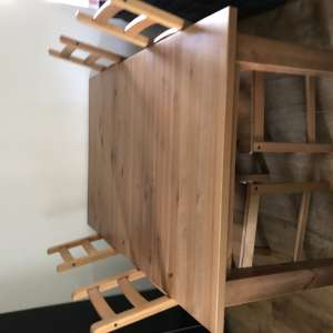 For sale: Extendable dinning table & four chairs
